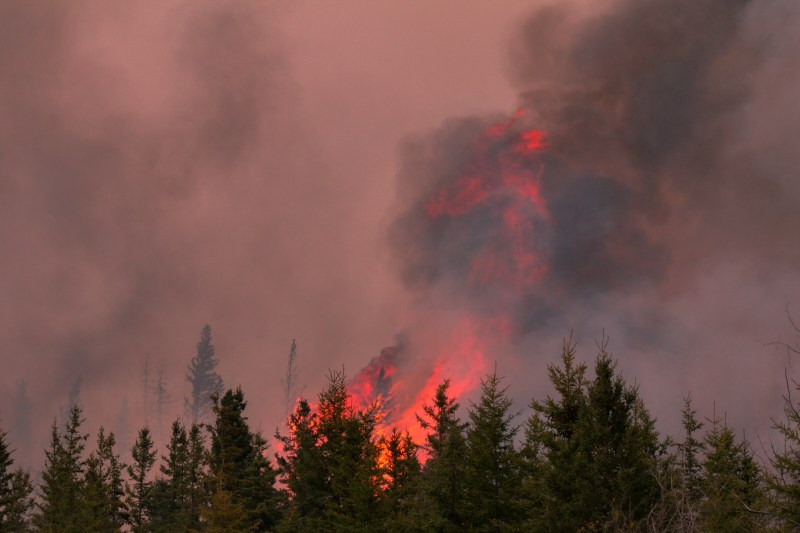 Chuckegg Creek Fire - Rages